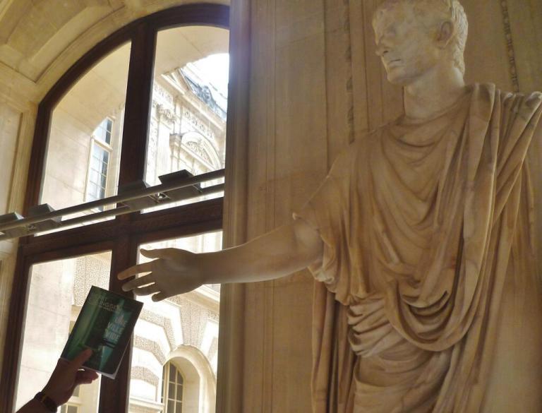 une_ville_vide__statue